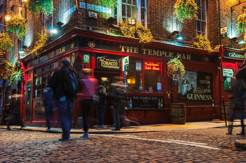 Irlandia zniesie wszelkie restrykcje covidowe? Na zdj. Temple Bar w Dublinie /123RF/PICSEL