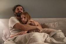 """Isaac i Chastain w serialu """"Sceny z życia małżeńskiego"""""""