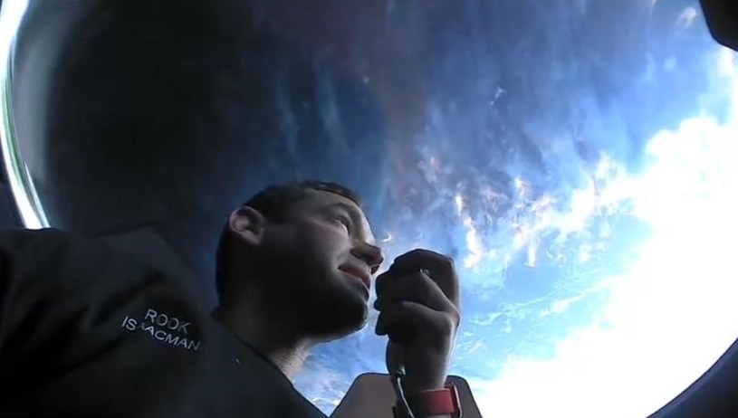 Isaacman w kopule Dragon Crew Fot. Inspiration4 /materiał zewnętrzny