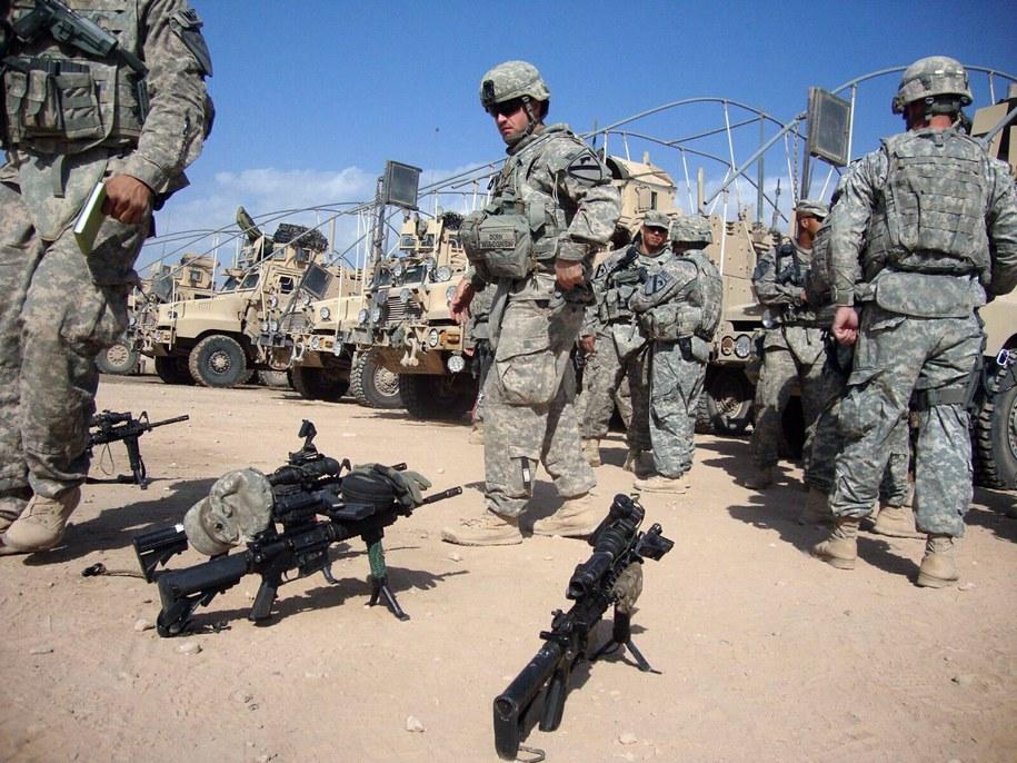 ISIS mogło użyć broni chemicznej przeciwko żołnierzom USA w Iraku (na zdjęciu archiwalnym: amerykańscy żołnierze w bazie w mieście Al-Hilla) /KHIDER ABBAS /PAP/EPA