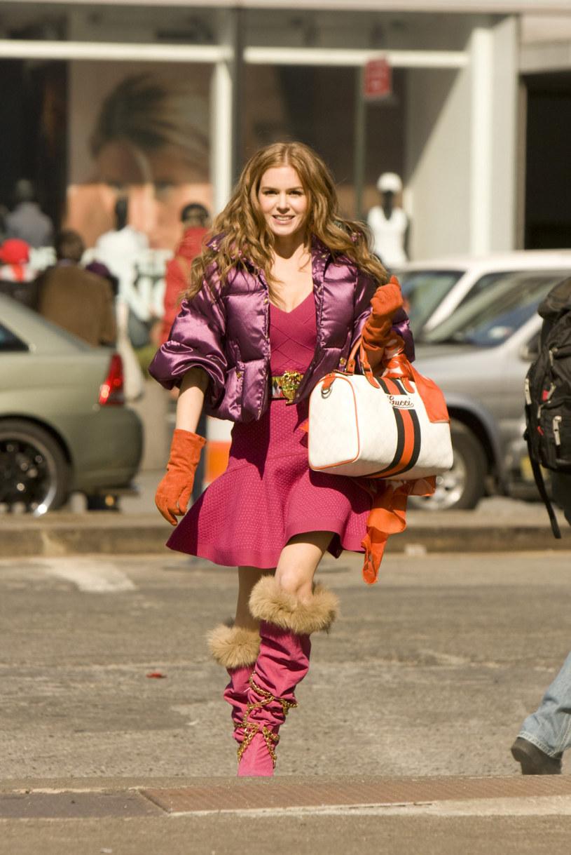 """Isla Fisher w filmie """"Wyznania zakupoholiczki"""" (2009) /materiały prasowe"""