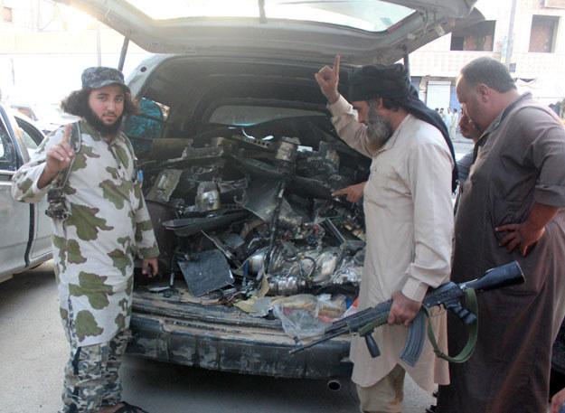 Islamiści chętnie kupują erotyczną bieliznę i środki na potencję /AFP