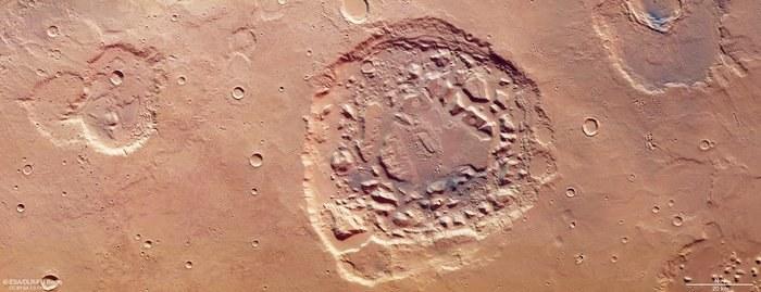 Ismenia Patera oglądana przez Mars Express /materiały prasowe