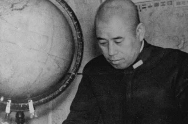 Isoroku Yamamoto w czasie opracowywania operacji przeciwko flocie Stanów Zjednoczonych /Wikimedia Commons /materiały prasowe