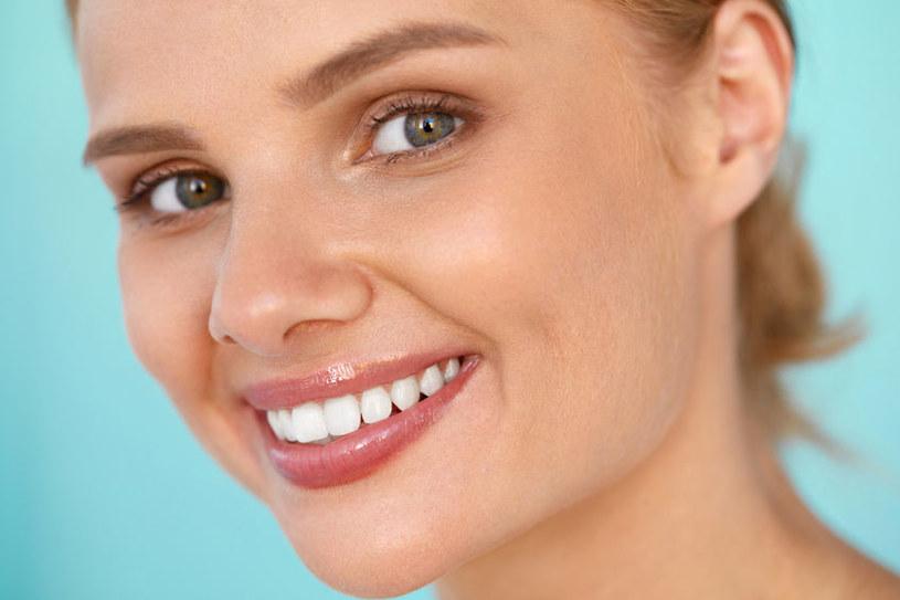 Istnieją skuteczne sposoby na rozjaśnianie włosków na twarzy /123RF/PICSEL