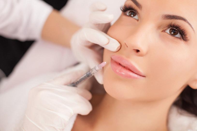 Istnieje szereg zabiegów poprawiających skutecznie i długofalowo wygląd, które nie wymagają ingerencji chirurga /123RF/PICSEL