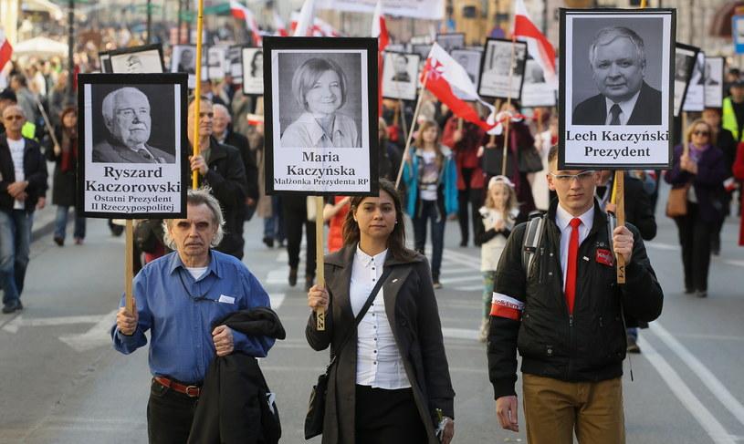 IV Marsz z portretami 96 ofiar katastrofy smoleńskiej na ulicach Warszawy /Paweł Supernak /PAP