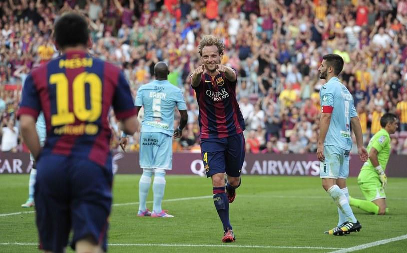 Ivan Rakitić i Leo Messi cieszą się z gola /AFP