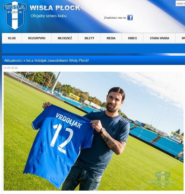 Ivica Vrdoljak z koszulką Wisły Płock; źródło: wisla-plock.pl /