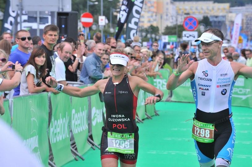 Iwona Guzowska wbiega na metę Herbalife Triathlon Gdynia 2013 /Agencja SE/East News /East News