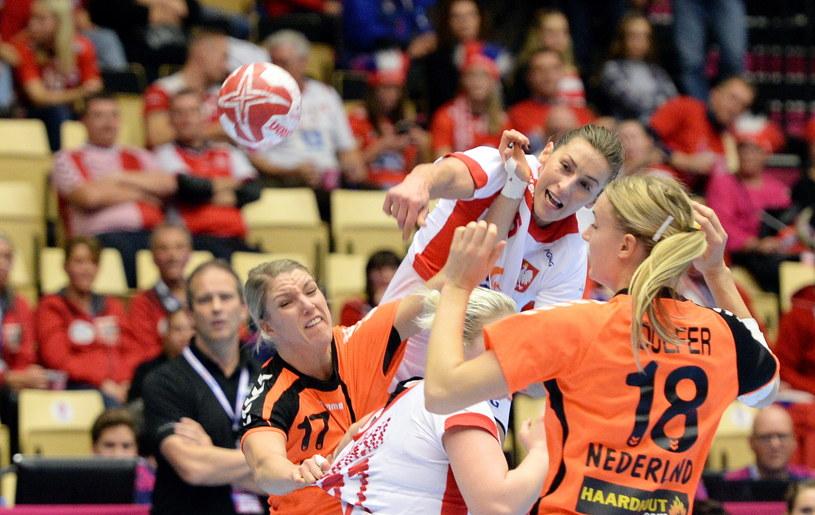 Iwona Niedźwiedź oraz Holenderki Cornelia Groot (z lewej) i Kelly Dulfer /Marcin Bielecki /PAP