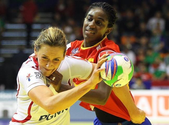 Iwona Niedźwiedź podczas meczu z Hiszpanią na ME /PAP/EPA