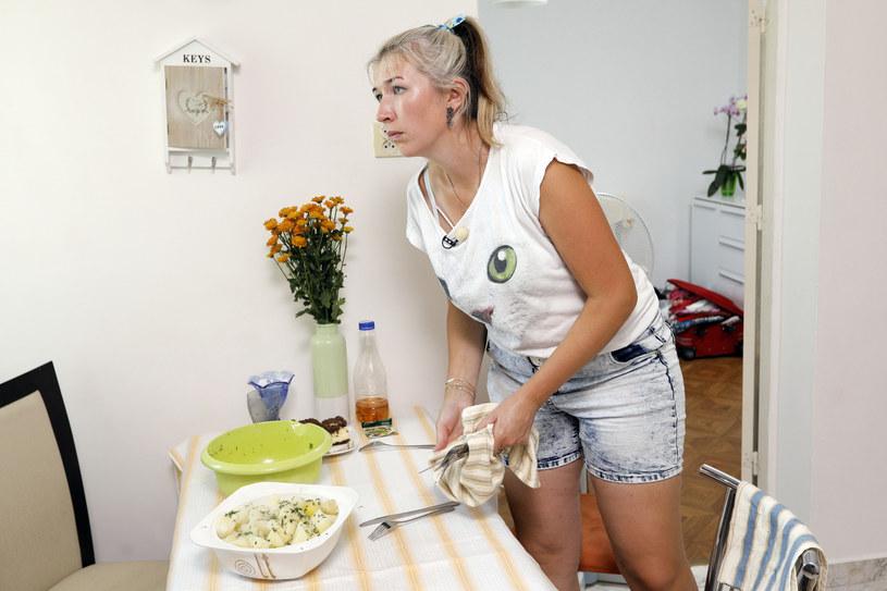 Iwona sprawia wrażenie dobrej gospodyni, ale ma chyba najmniejsze szanse na serce rolnika /Gałązka /AKPA