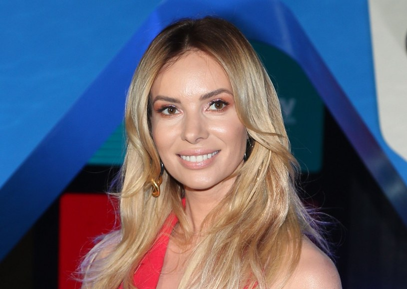 Izabela Janachowska w przeszłości robiła karierę jako tancerka. Obecnie prowadzi liczne programy telewizyjne o tematyce ślubnej /VIPHOTO /East News