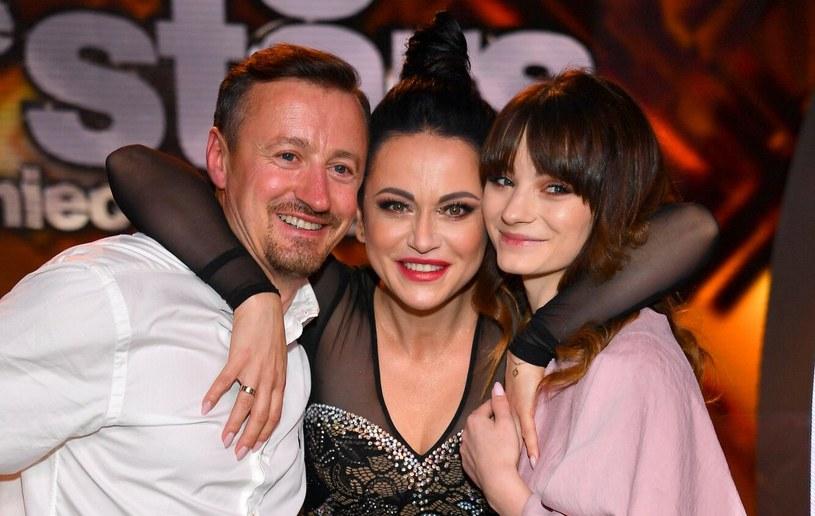 """Izabela Małysz z mężem i córką, którzy wspierali ją podczas przygody w programie """"Taniec z gwiazdami"""" /Tricolors /East News"""