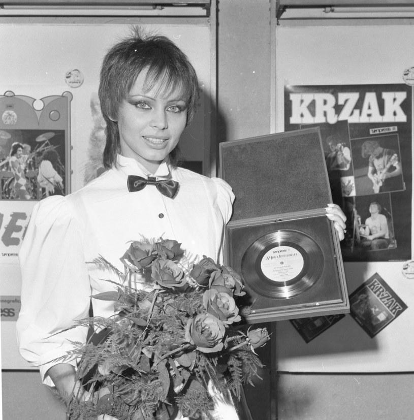 Izabela Trojanowska ze złotą płytą /East News
