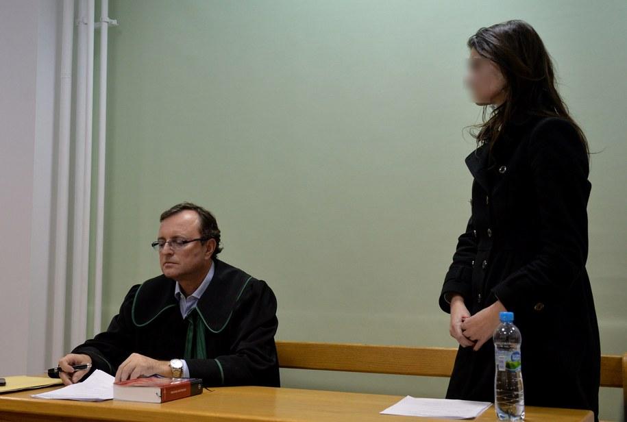 Izabella C. (P) i jej obrońca mec. Witold Kabański (L) podczas rozprawy w trybie przyśpieszonym /Radek Pietruszka /PAP