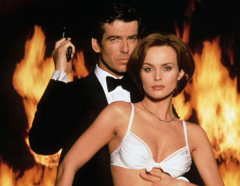 "Izabella Scorupco i Pierce Brosnan na planie filmu ""GoldenEye"" /Eon Productions / United Artists/Collection Christophel /East News"