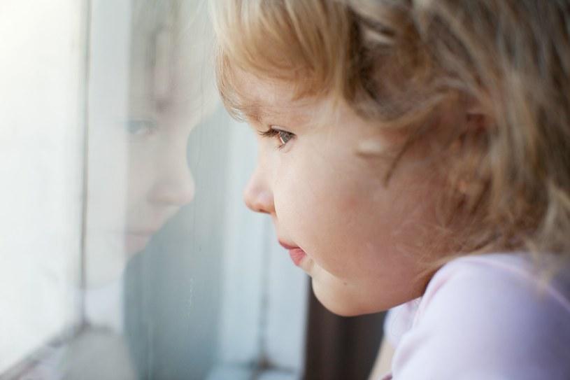 Izolacja może być uciążliwa nie tylko dla dorosłych, ale przede wszystkim dla dzieci /123RF/PICSEL
