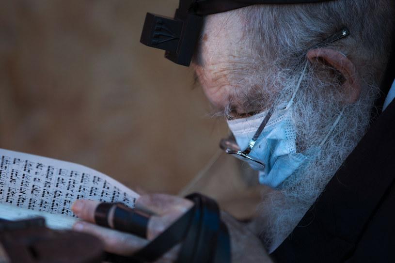 Izrael wraca do noszenia maseczek w zamkniętych miejscach publicznych /AP/Associated Press/East News /East News