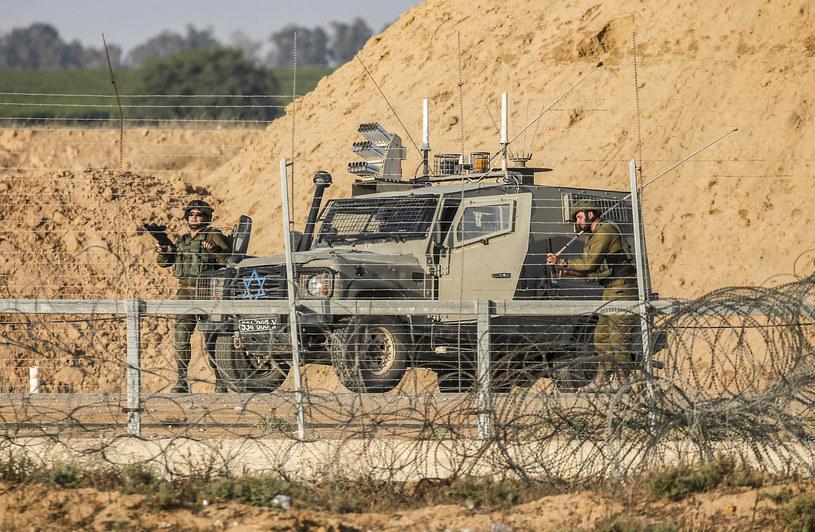 Izraelscy żołnierze na granicy ze Strefą Gazy /SAID KHATIB /AFP
