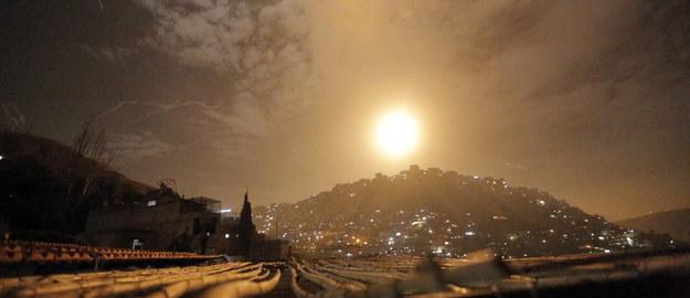 Izraelska armia atakuje Syrię. Rakiety widoczne ze stoku narciarskiego [FILM]
