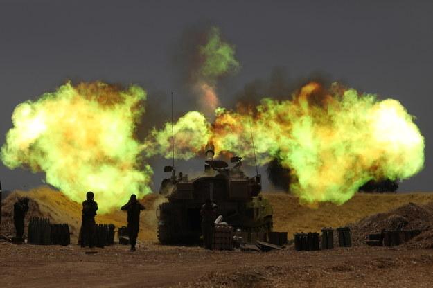 Izraelska artyleria w akcji podczas eskalacji między armią izraelską a Hamasem na granicy Gazy /ABIR SULTAN /PAP/EPA