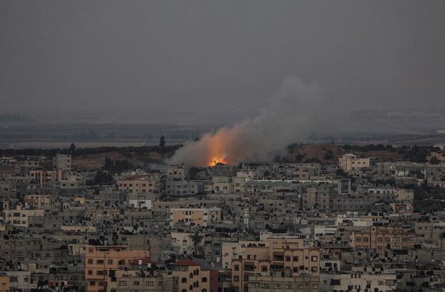 Izraelska rakieta spadła w mieście Gaza, stolicy palestyńskiej Strefy Gazy /MOHAMMED SABER  /PAP/EPA
