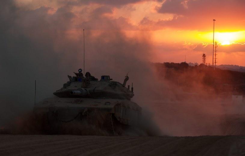 Izraelski czołg opuszcza terytorium Strefy Gazy /PAP/EPA