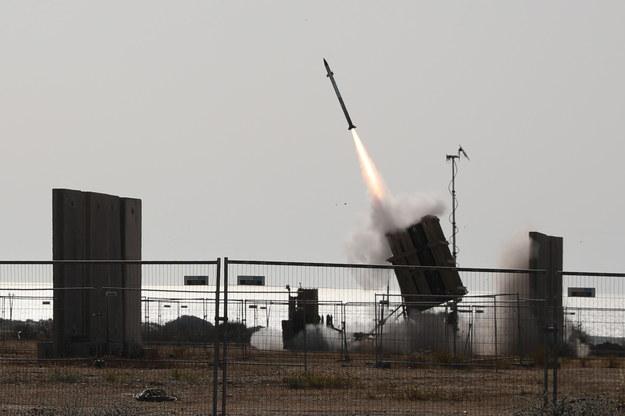Izraelski system obrony przeciwrakietowej w akcji przeciwko rakiecie wystrzelonej ze Strefy Gazy /ABIR SULTAN /PAP/EPA