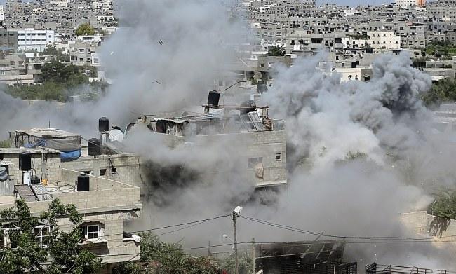 Izraelskie ataki na Strefę Gazy trwają od tygodnia /MOHAMMED SABER  /PAP/EPA