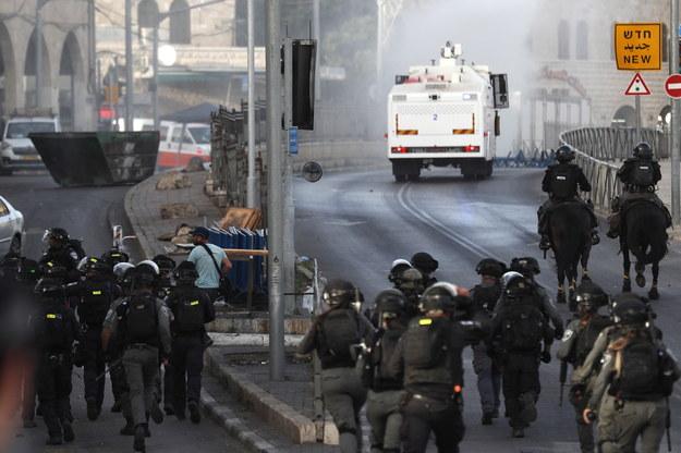 Izraelskie wojsko na ulicach Jerozolimy /ATEF SAFADI  /PAP/EPA