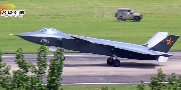 J-20 bardzo przypomina amerykańskiego F-22.    Fot. mil.huanqiu.com /Internet
