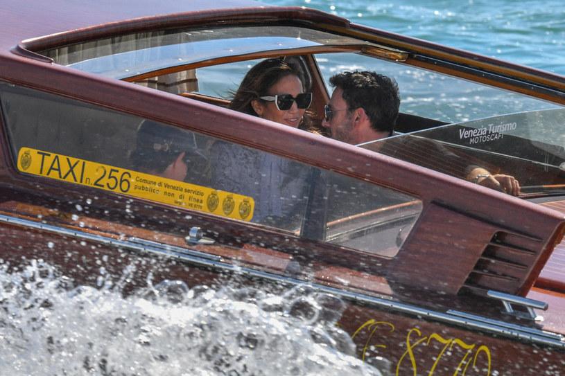 J. Lo była w świetnym nastroju. Widać, że czas spędzony z Benem Affleckiem to dla niej przyjemność /BACKGRID /East News