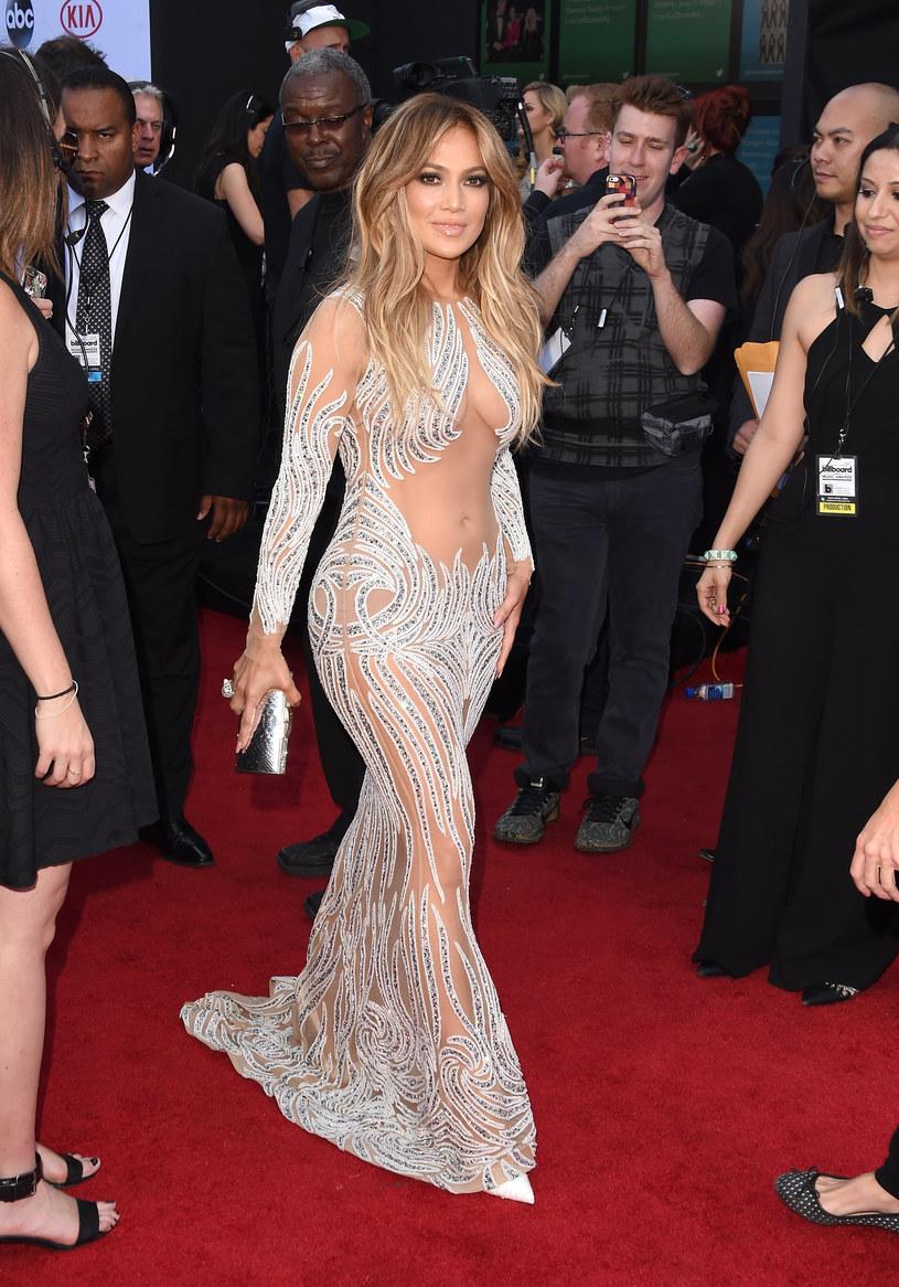 J.Lo uwielbia odważne kreacje! /Jason Merritt /Getty Images