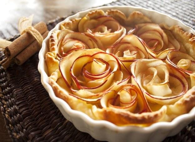 Jabłecznik z różami /123RF/PICSEL
