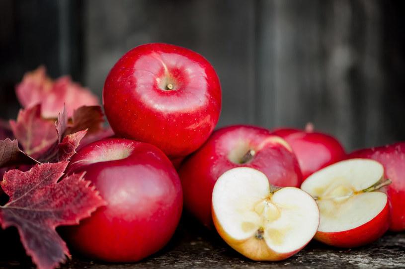 Jabłka odznaczają się niskim indeksem glikemicznym /123RF/PICSEL