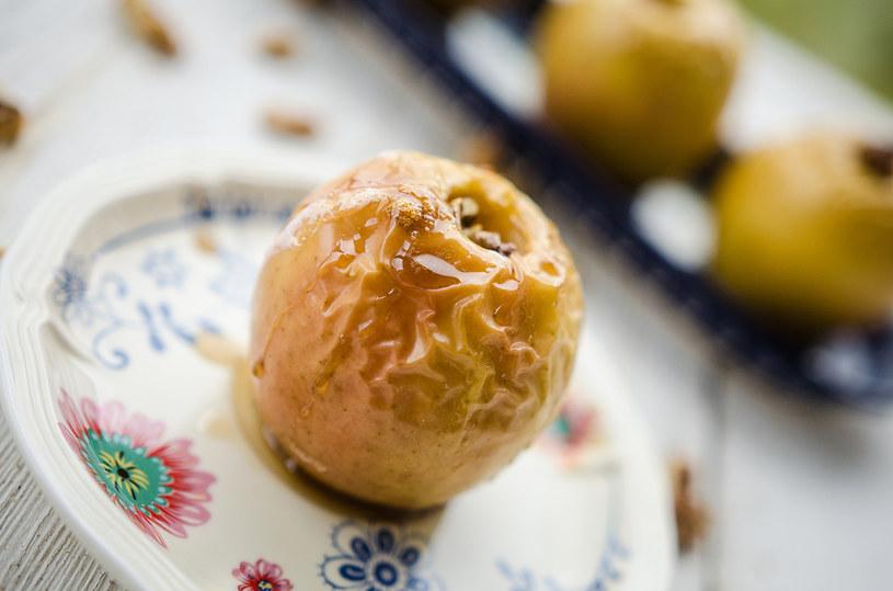 Jabłka pieczone - już nasze babcie je przygotowywały /INTERIA.PL