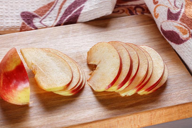 Jabłka są skarbnicą tak cennego dla organizmu błonnika /123RF/PICSEL