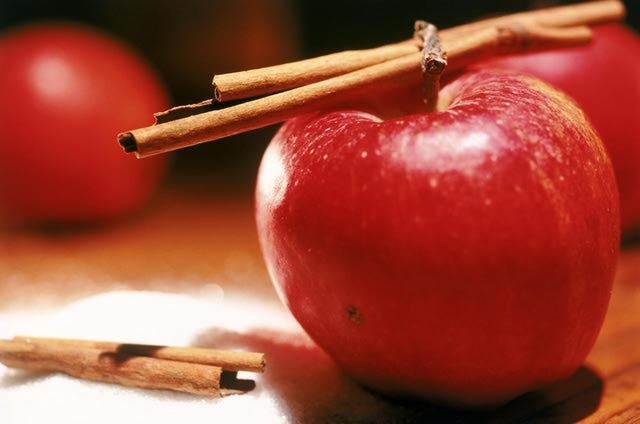 jabłko cynamon /© Photogenica