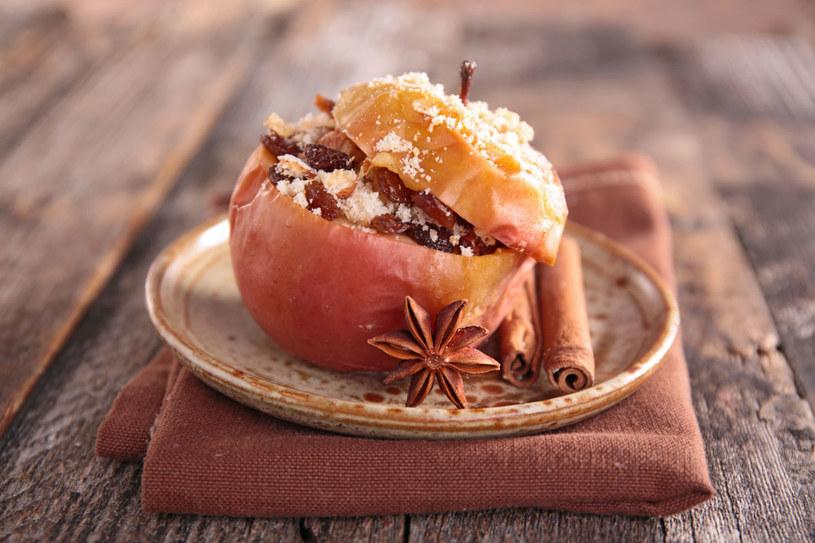 Jabłko pieczone /123RF/PICSEL