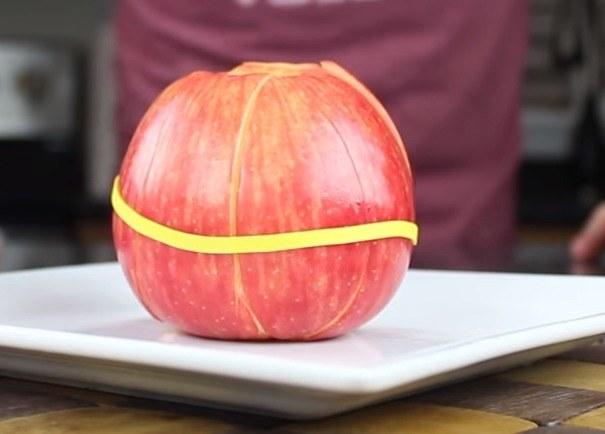 Jabłko w całości dłużej pozostanie  świeże /© Photogenica