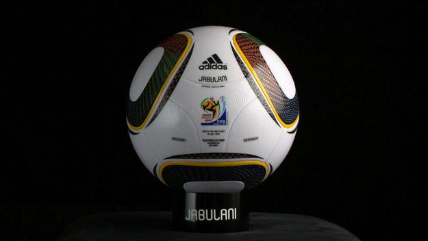 Jabulani - tak nazywała się piłka przygotowana na mundial w RPA /AFP