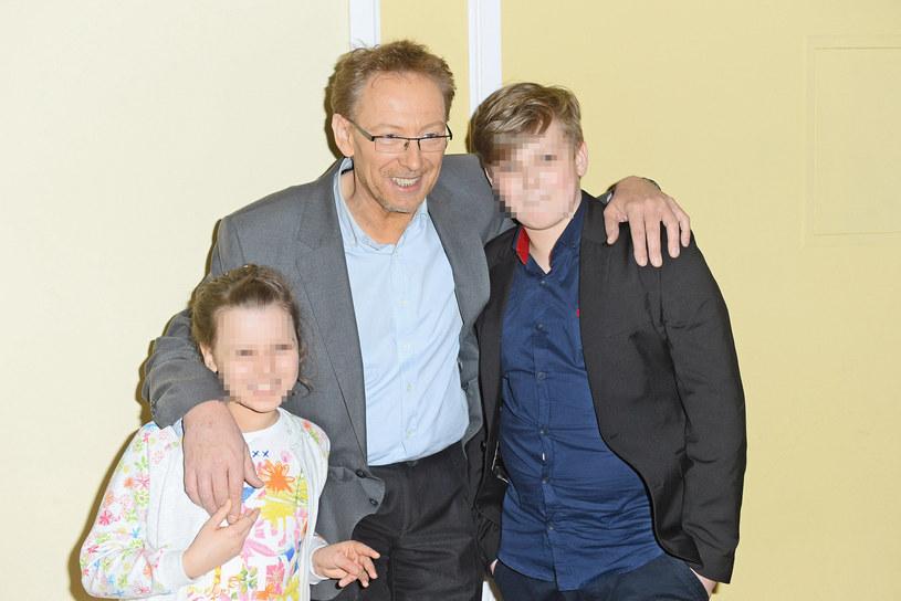 Jacek Borkowski z córką i synem /Jarosław Antoniak /MWMedia