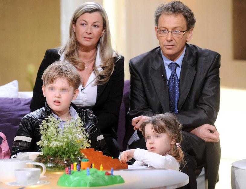 Jacek Borkowski z żoną Magdaleną i dziećmi, 2011 r. /Radosław Nawrocki /Agencja FORUM