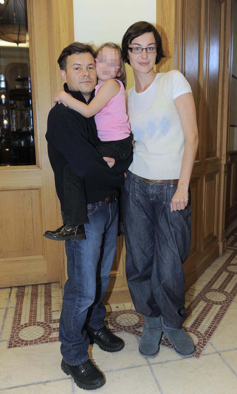 Jacek Braciak i Maja Hirsch z córeczką ` /Tricolors /East News
