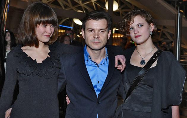 Jacek Braciak z córkami Jadzią i Zosią, fot.Andras Szilagyi  /MWMedia