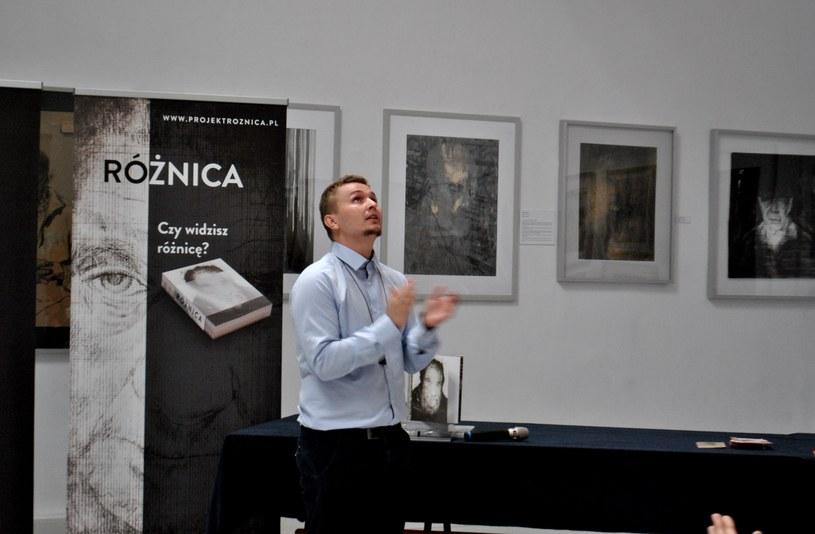 """Jacek Hajnos, autor książki-albumu """"Różnica"""", twierdzi, że to nie jemu należą się brawa /Justyna Tomaszewska /INTERIA.PL"""