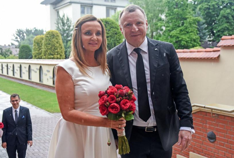 Jacek i Joanna Kurscy w ubiegłym roku wzięli ślub kościelny /Marek Lasyk/REPORTER  /Reporter