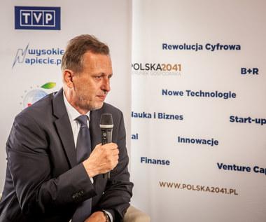 Jacek Krupa, marszałek woj. małopolskiego w krynickim studiu telewizyjnym Interii